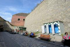 """Festung Glatz. Das """"castellum Cladsko"""" wurde erstmals im Jahr 981 erwähnt. Es war eine gegen Polen gerichtete Grenzburg."""