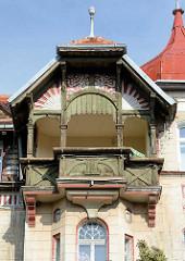 Jugendstil Wohnhaus mit Kupfergiebel / Holzbalkons - Gründerzeitarchitektur in Kłodzko / Glatz.