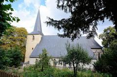 St. Bartholomäus Kirche in Blankenburg - dreischiffige romanische Pfarrkirche am Berghang; erbaut zwischen 1186 und 1246.