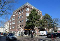 Expressionistische Architektur, mehrstöckiges Backsteingebäude in Hamburg Eimsbüttel.