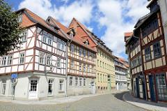 Historische mehrgeschossige Fachwerkarchitektur in der Bakenstrasse von Halberstadt.