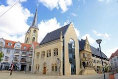 Neubau vom alten Halberstädter Rathaus - Rekonstruktion von Teilen der Fassade und der Ratslaube des kriegszerstörten Vorgängergebäudes.