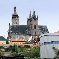 Kirchtürme und Kirchendach der Hl. Geist Kathedrale in Hradec Králové / Königgrätz