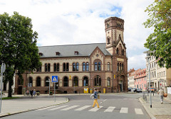 Historisches Postgebäude in Aschersleben - Baustil Historismus, roter Sandstein - erbaut 1891.