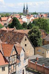 Dächer der Altstadt von Quedlinburg - Kirchtürme der St. Nikoliakirche.