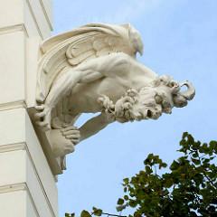 Fassadekoration - Faun mit Hörnern und Flügel; Industriedenkmal in Nymburk / Neuenburg an der Elbe; Wasserturm, erbaut 1904.