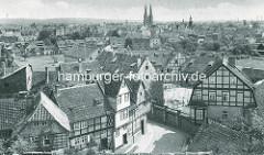 Altes Bild - Blick über die Altstadt von Quedlinburg - Fachwerkhäuser, Kirchtürme der St. Nikolaikirche.
