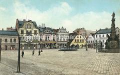 Historischer Blick über den Marktplatz von Dvůr Králové nad Labem / Königinhof an der Elbe; Jugendstilgebäude am Markt - re. die Mariensäule, in der Bildmitte der Záboj Brunnen, errichtet 1857.
