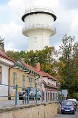 Industriedenkmal in Nymburk / Neuenburg an der Elbe; weisser Wasserturm, erbaut 1904.