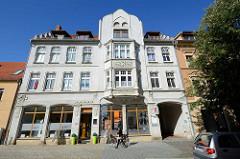 Wohnhaus, Geschäftshaus mit Jugendstil / Art Nouveau Fassade in der Wilhelmstraße / Aschersleben.