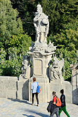 Skulpturen auf der Terrasse vom Jesuitenkolleg in Kutná Hora / Kuttenberg; erbaut 1700.