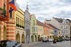 Marktplatz von Mělník - historische Randbebauung im Baustil der Renaissance und Barock.