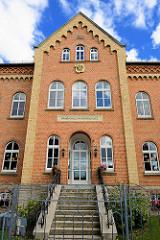 Historische Architektur - Grundschule am Heinrichplatz, Backsteingebäude erbaut 1869.