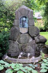 Gedenkstein / Denkmal Bronzerelief für Gustav Brecht, ehem. Oberbürgermeister von Quedlinburg; Initiator des Quedlinburger Wasserwerkes - Künstler Bildhauer Richard Anders - 1906.