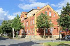 Arbeiterwohnungen / Wohnblock, Mietswohnungen - Backsteingebäude in der Albert Schweitzer Strasse von Quedlinburg.