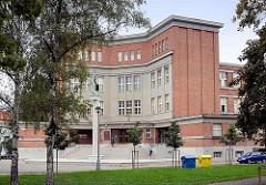 Tyl-Gymnasium in Hradec Králové / Königgrätz, erbaut 1927 -  Architekt Josef Gočár.