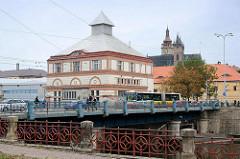 Mährischen Brücke in Hradec Králové / Königgrätz; Gebäude vom Wasserkraftwerk, erbaut 1914.