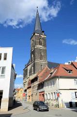 Kirchturm der St. Stephani Kirche in Aschersleben; gotische Hallenkirche, erbaut von 1406 - 1507.