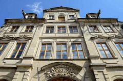 Fassade, Eingang vom Palais Salfeld / am Kornmarkt in Quedlinburg - Repräsentationsbau mit Wohnhaus von 1737 - Barock Architektur; ab 1815 Sitz vom Kreisgericht Aschersleben; jetzt Tagungs- und Veranstaltungszentrum.