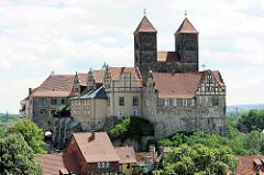 Blick vom Münzberg auf den Quedlinburger Schlossberg - romanische Stiftskirche St. Servatius, geweiht 1129; Renaissanceschloss aus dem 16./17. Jahrhundert jetzt Sitz vom  Städtischen Museum.