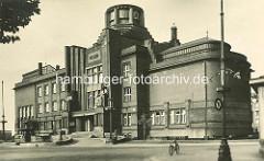 Altes Bild vom Ostböhmisches Museum in Hradec Králové / Königgrätz - Entwurf des Architekten Jan Kotěra, moderne tschechischen Architektur, fertig gestellt 1912; Figurenschmuck Vojtěch Sucharda.