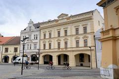Marktplatz von Mělník - historische Randbebauung mit unterschiedlichen Baustile.