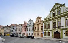 Canonical Häuser in Hradec Kralove / Königgrätz; ursprünglich Renaissancegebäude auf dem Marktplatz der Stadt - im 18. Jahrhundert im Barockstil umgebaut Architekt wahrsch. Johann Blasius Santini.