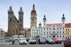 Marktplatz / Großer Markt von Hradec Králové / Königgrätz; re. das Rathaus, in der Bildmitte der Weisse Turm und die Kuppel der Hl. Kliment Kapelle - lks. die Hl Geist Kathedrale.