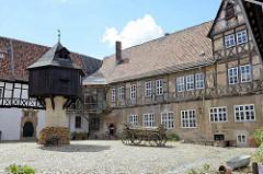 Fleischhof / Adelshof der Grafen von Falkenstein - Hofanlage in Quedlinburg um 1600 erbaut; lks. der Taubenturm