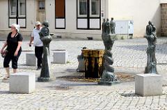 Brunnen am Kornmarkt / Bunten Lamm;  Künstler Prof. Bernd Göbel - 1989, Bronzeskulpturen aus der Geschichte Quedlinburgs.