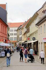 Fussgängerzone / Geschäftsstrasse in Aschersleben.