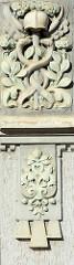Detail Säulendekor; florale Elemente, Schlangen und Hermeshelm - Wohnhaus, Geschäftshaus mit Jugendstil / Art Nouveau Fassade in der Wilhelmstraße / Aschersleben.