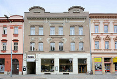 Schlichtes Jugendstilgebäude, Architekturstil Art Nouveau; Wohn- und Geschäftshaus in Hradec Králové / Königgrätz.
