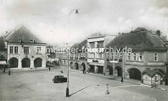 Historisches Motiv vom Marktplatz in Nymburk / Neuenburg an der Elbe /Tschechien; lks. das Rathaus der Stadt.