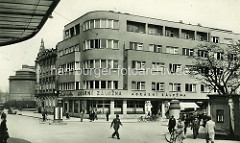 Altes Bild - Architektur der 1920er Jahre - Wohnhaus / Geschäftshaus in Hradec Králové / Königgrätz.