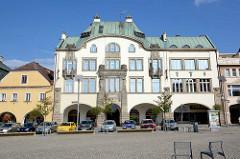 Jugendstil - Art Nouveau Architektur am Großen Platz / Marktplatz von Dvůr Králové nad Labem / Königinhof an der Elbe.