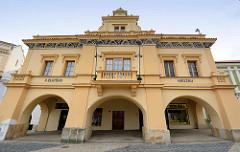 Historisches Gebäude beim Marktplatz von Mělník - ehem. Gastätte Zur Goldenen Traube / U Zlatého hroznu.