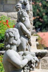 Putten, nackte Kindergestalten - Schlosspark von Quedlinburg.