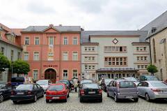 Kultur am Marktplatz von Aschersleben; Filmpalast / Kino, expressionistische Architektur - erbaut 1930, Architekt Carl Fugmann. Museumsgebäude, Stadtmuseum auch Logenhaus der Johannisloge Zu den drei Kleeblättern.