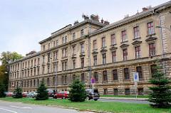 Renovierungsbedürftiges Verwaltungsgebäude in Hradec Králové / Königgrätz.