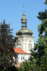 Turm mit Kupferkuppel - Jesuitenkolleg in Kutná Hora / Kuttenberg; erbaut 1700 nach Entwürfen von  Domenico Orsi.