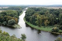 Blick von der Burg Mělník auf die Elbe und die Mündung der Moldau.
