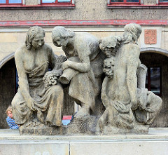 Brunnen Fest der Weinlese, Marktplatz von Mělník; Bildhauer Vincent Makovského, 1938.