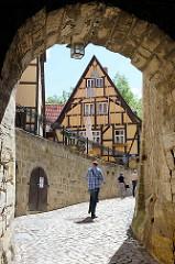 Schloßmauer, Torbogen - Quedlinburger Schloßberg, Wohn- und Wirtschaftsräume der Äbtissinnen vom Quedlinburger Damenstift.