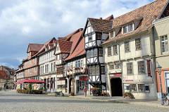 Historische Architektur / Fachwerkhäuser in Quedlinburg bei der St. Nikolai Kirche / Pölkenstraße.