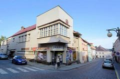 Kubische Architektur in Kutná Hora / Kuttenberg; Eckgebäude mit würfelförmigen / kubischen Erker.