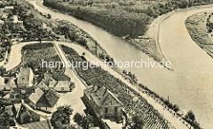 Historische Ansicht von Melnik - Blick von der Burg Mělník auf die Elbe und die Mündung der Moldau.