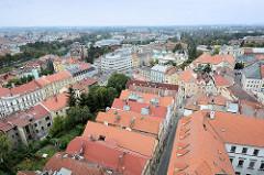 Dächer von Hradec Králové / Königgrätz - lks. im Hintergrund der Lauf der Elbe und das Böhmische Museum.