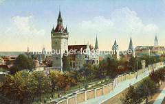 Historisches Panorama der Stadt Quedlinburg, colorierte Aufnahme; im Vordergrund der Lindenbeinturm / Sternkiekerturm, alte Anlage der Stadtbefestigung.