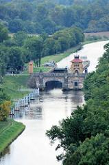 Blick von der Burg Mělník auf die Schleuse der Moldau, die kurz vor der Mündung in die Elbe liegt.